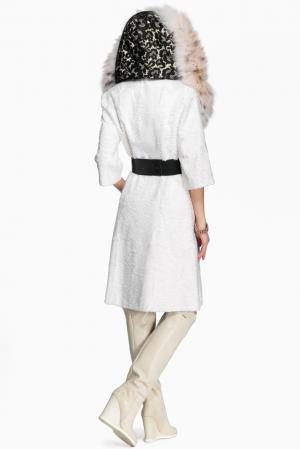 Шуба из каракульчи с отделкой меха рыси и поясом 143576 Igor Gulyaev. Цвет: белый