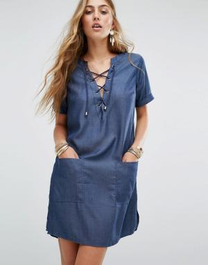 Lovers + Friends Джинсовое платье со шнуровкой. Цвет: синий
