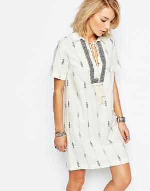 Deby Debo Платье с платочным принтом. Цвет: кремовый