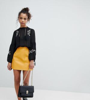 New Look Petite Мини-юбка из полиуретана. Цвет: желтый