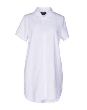 Короткое платье STUSSY. Цвет: белый