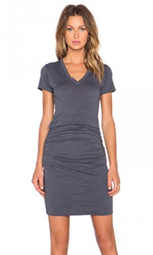 Платье с вырезом v MONROW. Цвет: черный