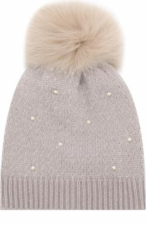 Шерстяная вязаная шапка с меховым помпоном и декором Yves Salomon Enfant. Цвет: серый