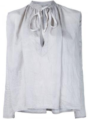 Блузка с завязками на шее Dosa. Цвет: серый