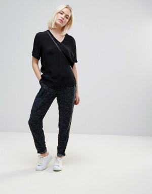 B.Young Мягкие брюки с принтом. Цвет: мульти