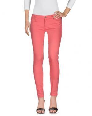 Джинсовые брюки HTC. Цвет: розовый