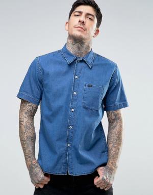 Lee Джинсовая рубашка классического кроя с коротким рукавами. Цвет: синий