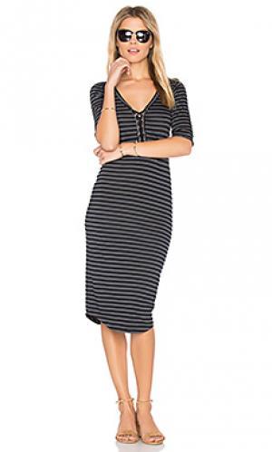 Полосатое платье со шнуровкой MONROW. Цвет: черный