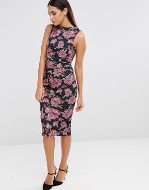 Vesper Платье-футляр без рукавов с цветочным принтом и сборками. Цвет: розовый
