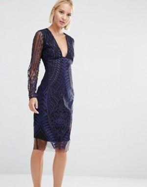 Lavish Alice Сетчатое платье миди с глубоким декольте и вышивкой. Цвет: темно-синий