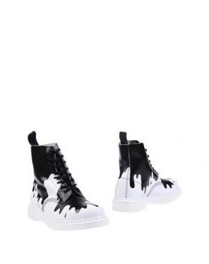 Полусапоги и высокие ботинки DR. MARTENS. Цвет: белый