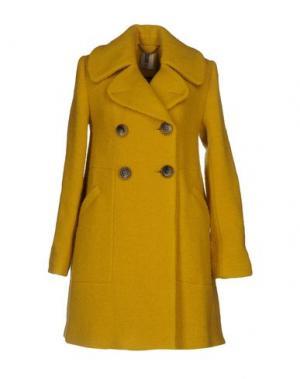 Пальто ORLA KIELY. Цвет: желтый