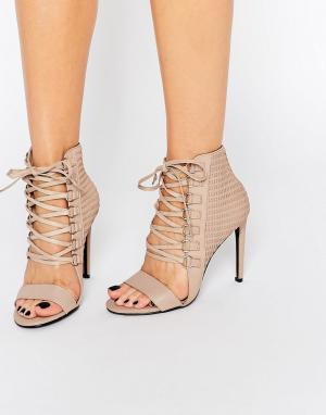 Senso Кожаные сандалии на каблуке с люверсами и шнуровкой. Цвет: бежевый