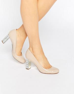 Dune Лакированные туфли‑лодочки с камнями на каблуке. Цвет: бежевый