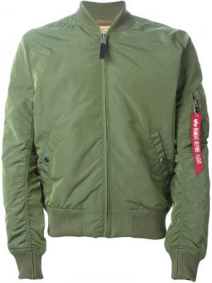 Классическая куртка-бомбер Alpha Industries. Цвет: зелёный