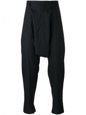 Прямые брюки с заниженным шаговым швом Kolor. Цвет: синий