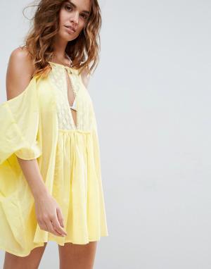 ASOS Кружевная пляжная туника с открытыми плечами. Цвет: желтый