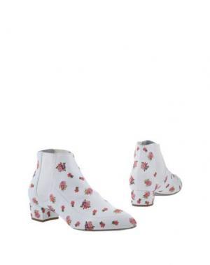 Полусапоги и высокие ботинки RAYNE. Цвет: белый