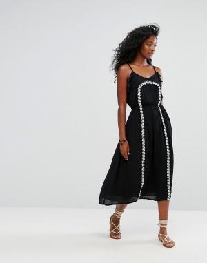Liquorish Пляжное платье на тонких бретельках с вышивкой. Цвет: черный