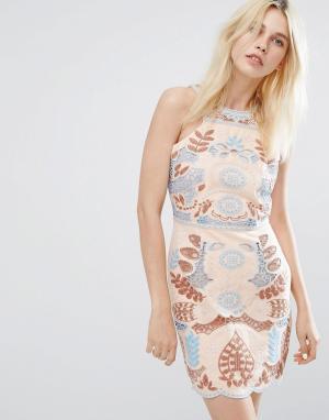 J.O.A Кружевное платье с вырезом. Цвет: розовый