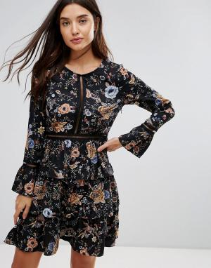Liquorish Короткое приталенное платье с цветочным принтом и ярусной юбкой Liquor. Цвет: мульти