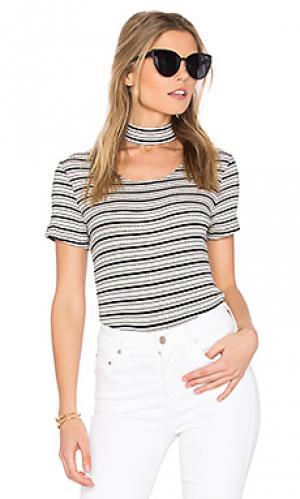 Полосатая футболка с чокером MONROW. Цвет: черный