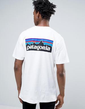 Patagonia Белая футболка классического кроя с карманом и логотипом на спине Pata. Цвет: белый