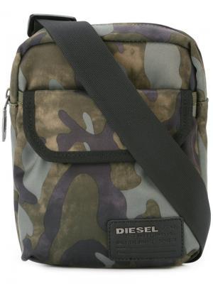 Сумка на плечн с камуфляжным принтом Diesel. Цвет: зелёный