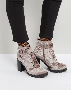 QUPID Бархатные ботинки на каблуке. Цвет: серый
