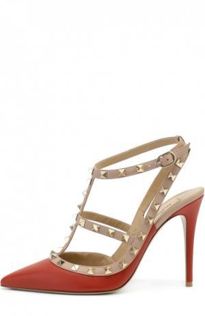 Кожаные туфли Rockstud на шпильке Valentino. Цвет: красный