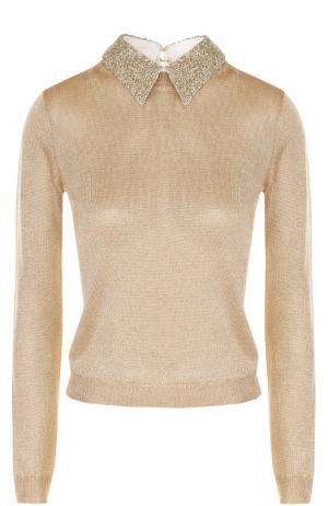 Пуловер с металлизированной отделкой и отложным воротником Alice + Olivia. Цвет: золотой