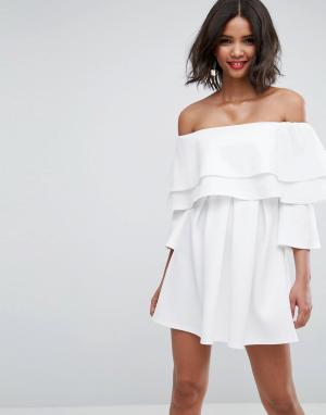 ASOS Короткое приталенное платье с длинными рукавами и двойной оборкой. Цвет: кремовый
