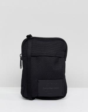 Calvin Klein Маленькая сумка через плечо. Цвет: черный