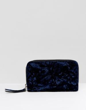 Monki Бархатный кошелек в стиле оверсайз. Цвет: темно-синий