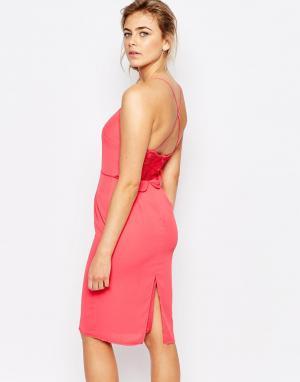 Elise Ryan Платье миди на бретельках с удлиненной кружевной спинкой. Цвет: розовый