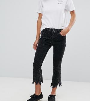 ASOS Petite Черные выбеленные укороченные расклешенные джинсы. Цвет: черный