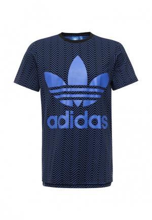 Футболка adidas Originals. Цвет: синий