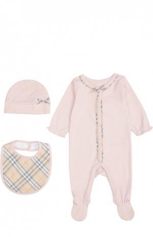 Пижама в комплекте с нагрудником и шапкой Burberry. Цвет: розовый