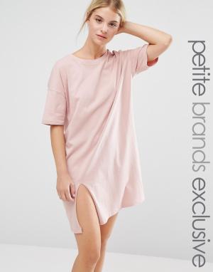One Day Petite Свободное платье‑футболка с разрезом. Цвет: розовый