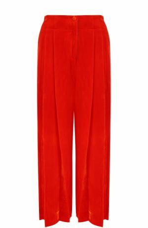 Укороченные бархатные брюки с защипами Raquel Allegra. Цвет: красный