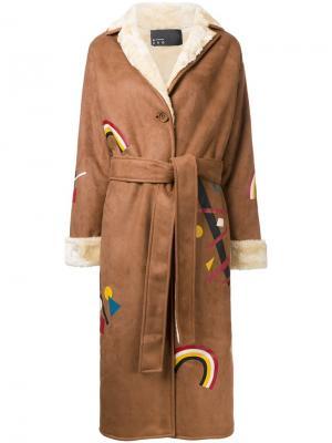 Пальто с принтом радуг N Duo. Цвет: коричневый