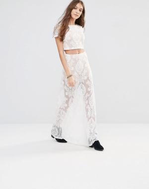 Honey Punch Кружевная полупрозрачная юбка макси с узором пейсли. Цвет: кремовый