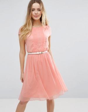 Jasmine Короткое приталенное платье с отделкой плиссе. Цвет: розовый