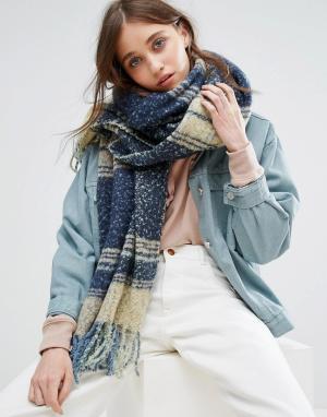 Free People Вязаный объемный шарф. Цвет: темно-синий