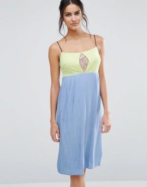 Jovonna Платье миди в стиле колор блок Jovanna Lash Out. Цвет: синий