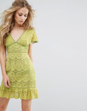 Foxiedox Кружевное платье с глубоким вырезом. Цвет: желтый