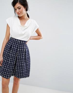 Closet London Короткое приталенное платье с драпированным топом и принтом в крупну. Цвет: темно-синий