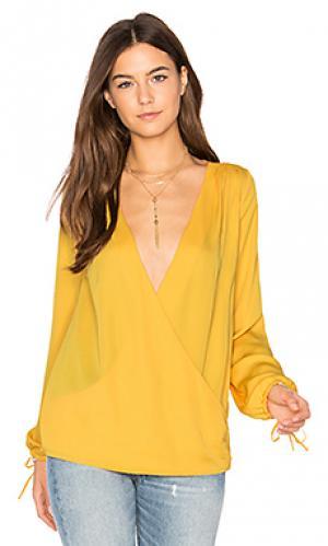 Блуза с запахом и длинным рукавом LAcademie L'Academie. Цвет: желтый