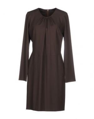 Короткое платье JO NO FUI. Цвет: темно-коричневый