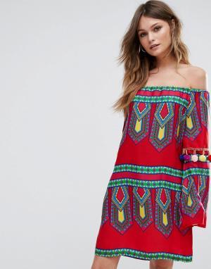 Boohoo Платье с открытыми плечами и отделкой помпонами. Цвет: красный